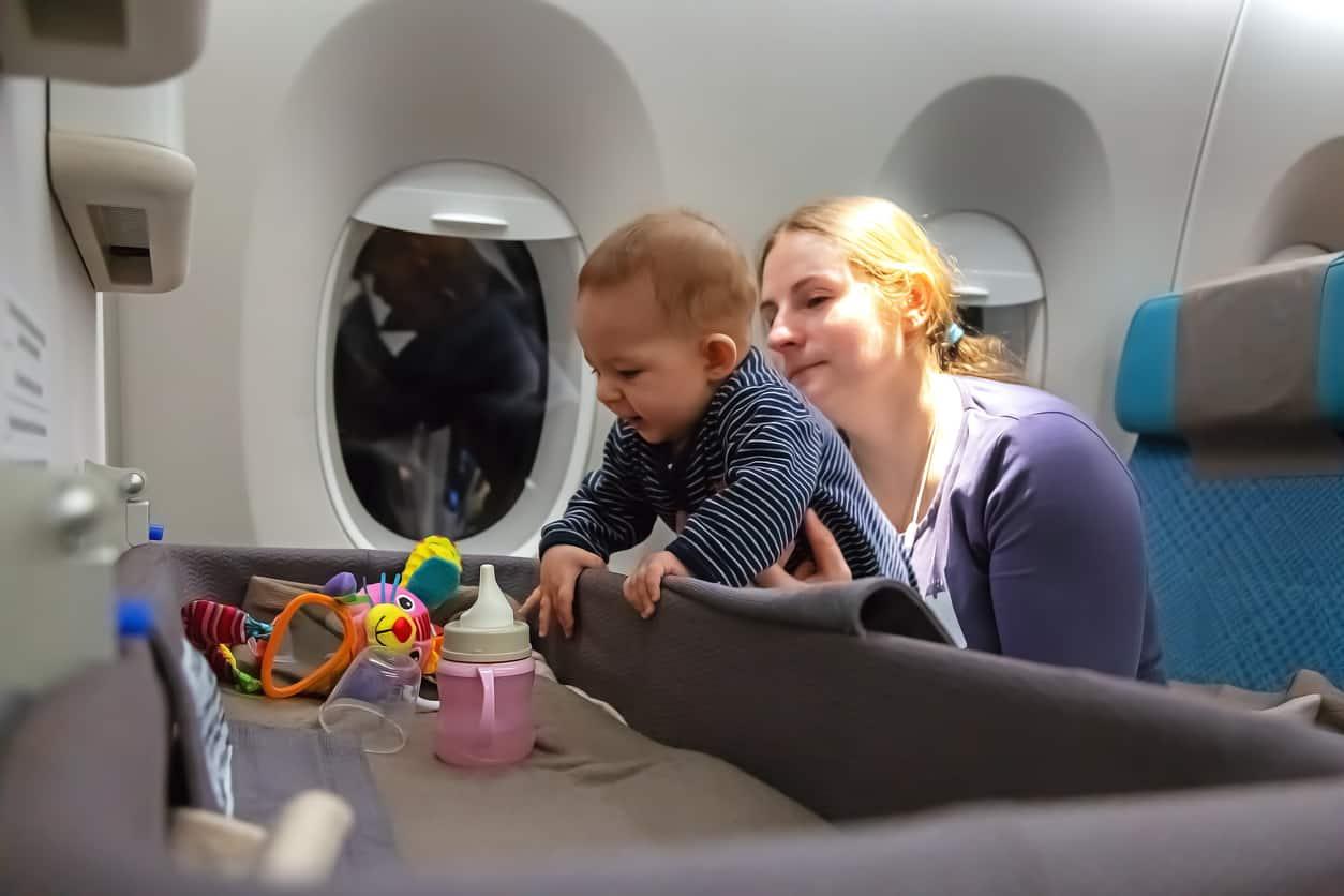 Baby bassinet for lap infants during flight