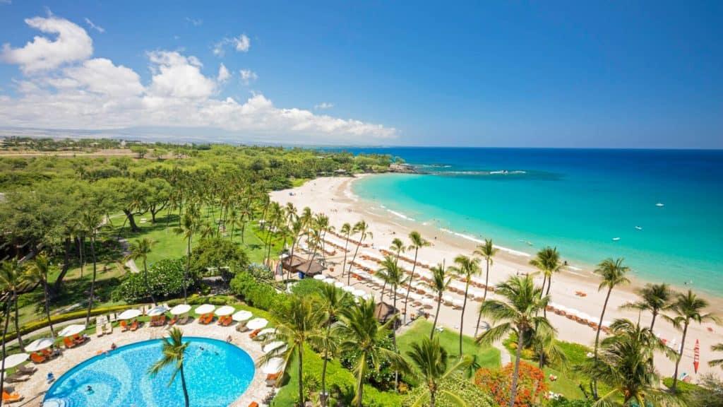 koaak-mauna-kea-beach-hotel-aerial-view-resort