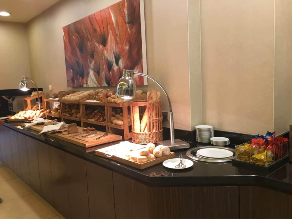 Hilton Berlin Review-Breakfast-restaurant-German breads