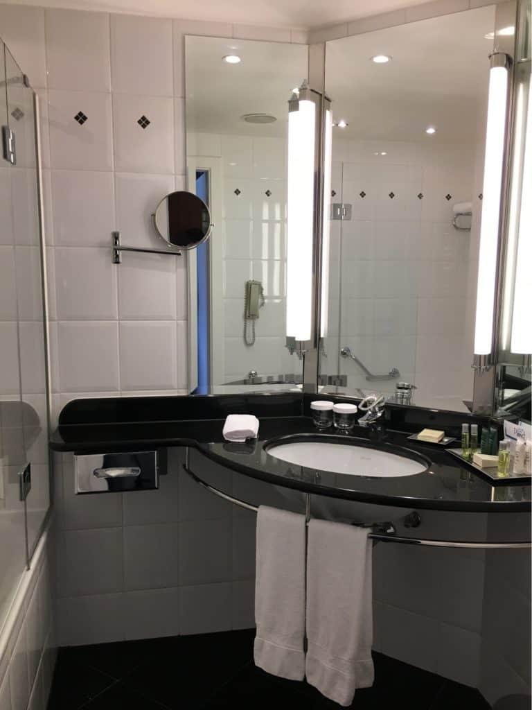 Hilton Berlin Review-room-bathroom