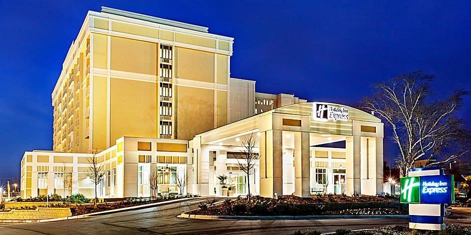 Holiday Inn Express Charleston Downtown