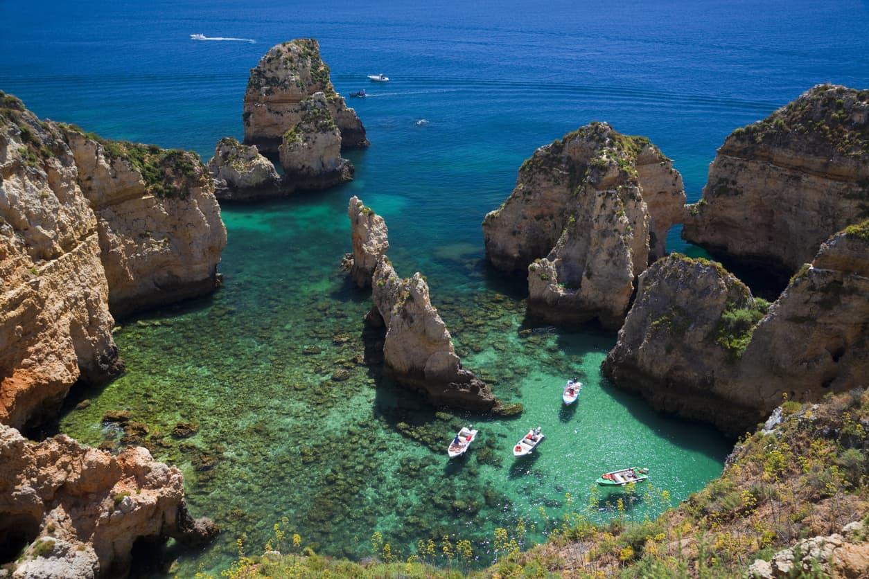 Felsen an der Lagos Kueste, Algarve, Portuga