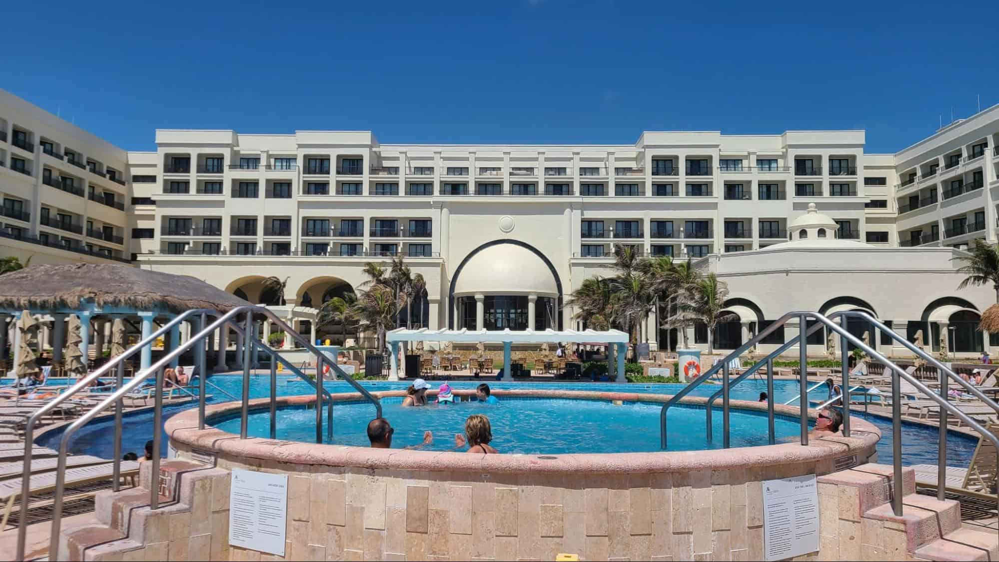 Pool and hot tub at Marriott Cancun Resort