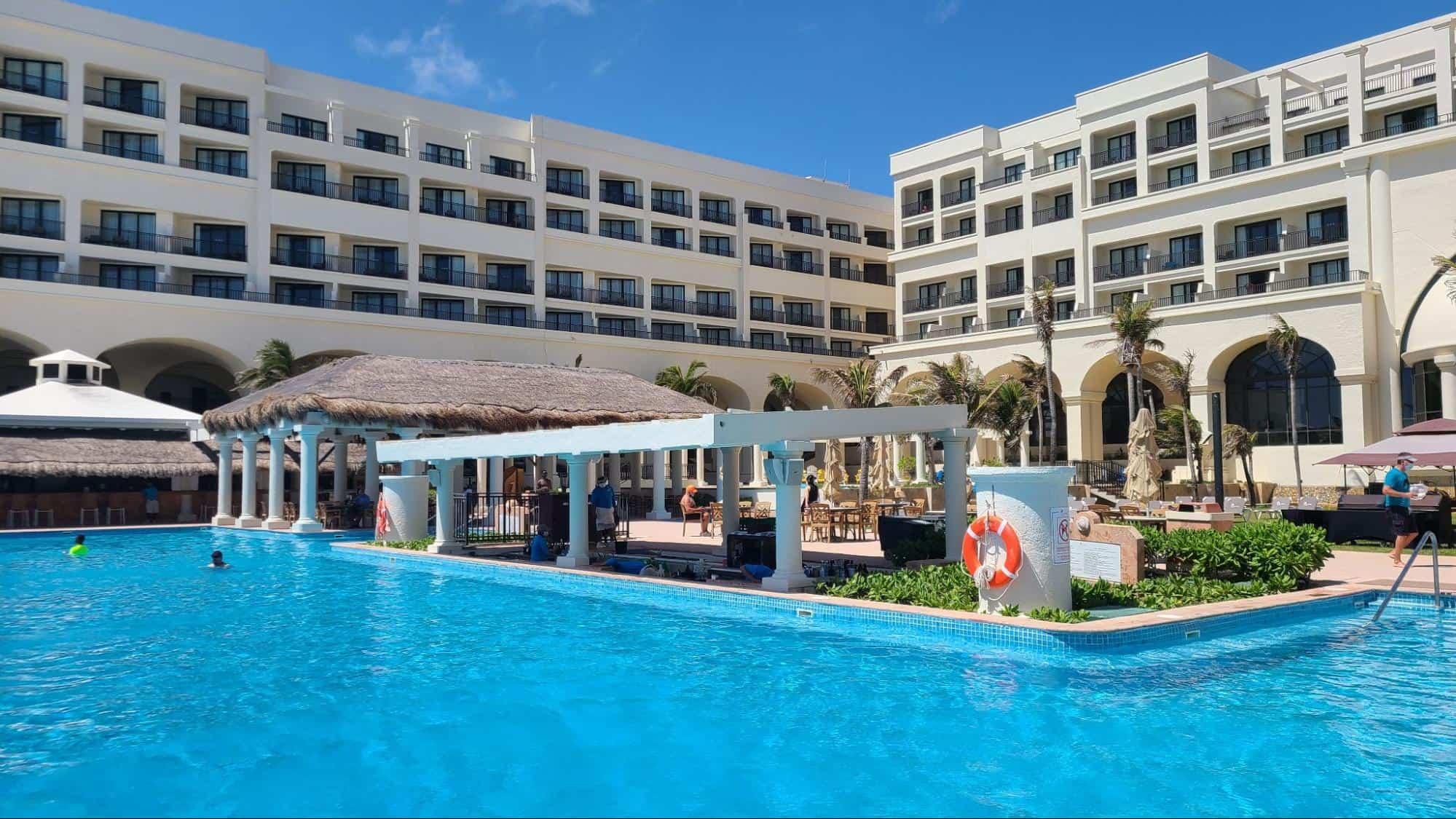 swim-up bar at the Marriott Cancun Resort